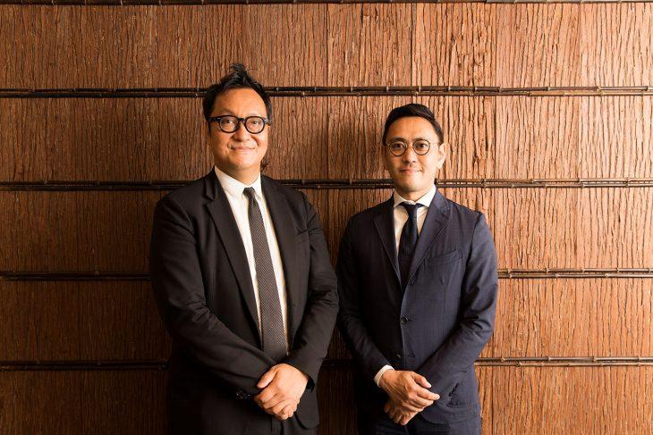 山口 桂さん(左)と藤田 清館長(右)。杉本博司氏が内装を手掛けたクリスティーズジャパンのオフィスにお邪魔した。