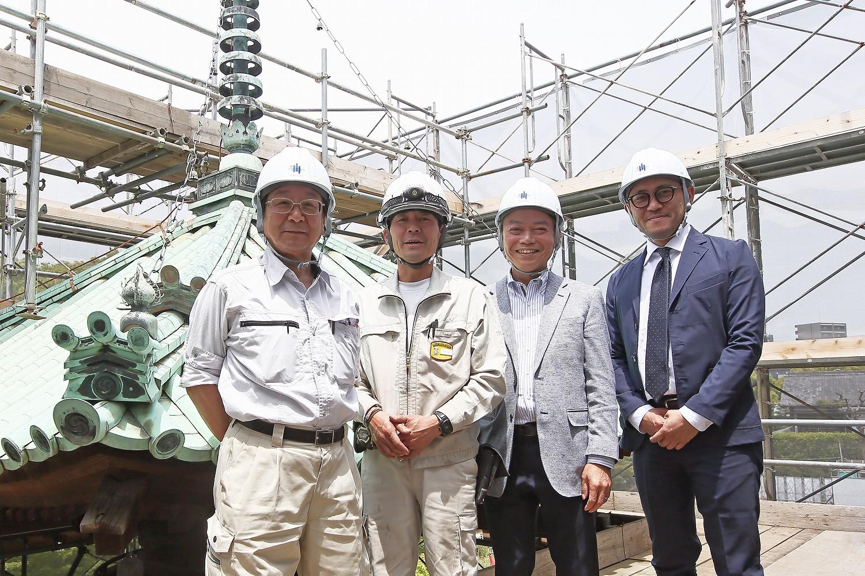 左から鳴海祥博さん、有馬茂さん、松尾浩樹さん、藤田清館長